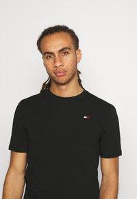Tommy Hilfiger - BLOCKED TEE - Print T-shirt - black - 3
