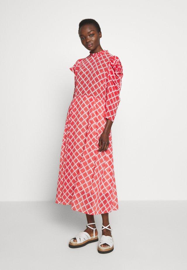 CARLA - Day dress - fiery red print