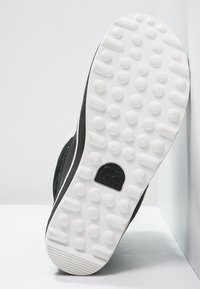 Sorel - GLACY EXPLORER SHORTIE - Winter boots - black - 4