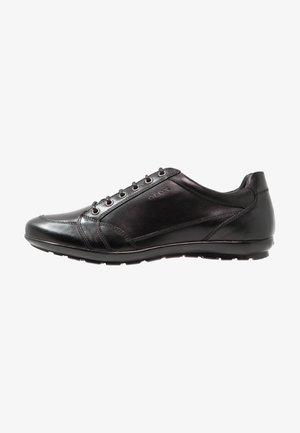 SYMBOL - Sznurowane obuwie sportowe - black