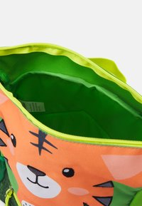 Fabrizio - RECYCLED BACKPACK TIGER UNISEX - Rucksack - light green - 2