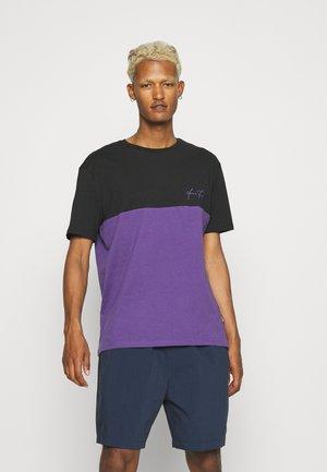 UNISEX - Print T-shirt - black/purple