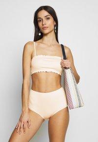 Monki - PAULINE AND GETRUDE BIKINI SET - Bikini - white light - 1