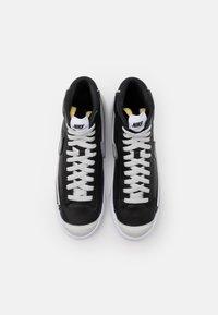 Nike Sportswear - BLAZER MID '77 INFINITE UNISEX - Korkeavartiset tennarit - black/white/grey fog/particle grey - 5