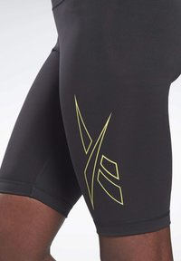 Reebok - LES MILLS® BIKE SHORTS - kurze Sporthose - black - 3