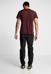 Under Armour - STORM LAUNCH PANT - Trousers - black - 2