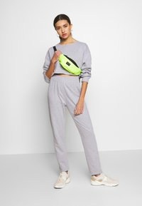 Missguided - ZIP FRONT CROPPED  SLIM LINE SET - Tracksuit - grey - 1