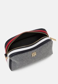 Tommy Hilfiger - TH ESSENCE CROSSOVER MELTON - Across body bag - grey - 2