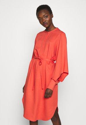 PRALENZA ESRA DRESSES - Košilové šaty - poppy red