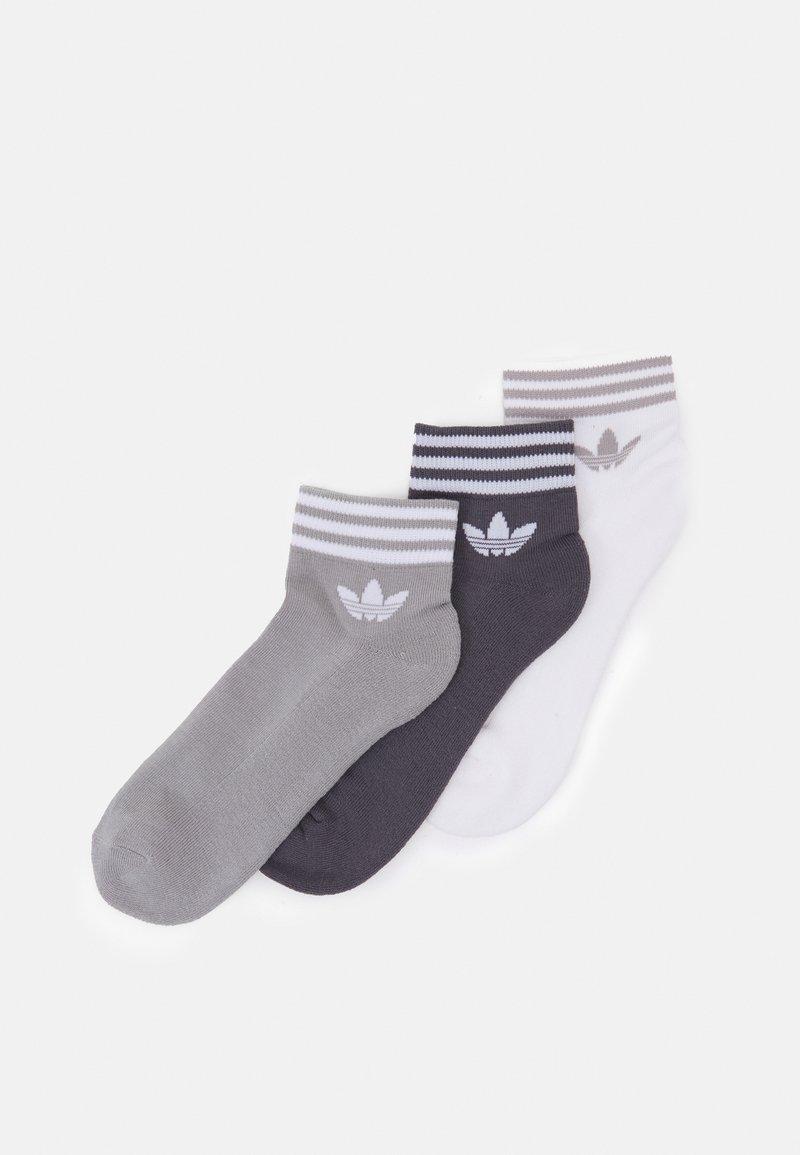 adidas Originals - TREF UNISEX 3 PACK - Sokken - white/grey/dark grey