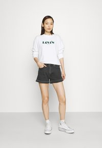 Levi's® - MOM LINE  - Shorts di jeans - black denim - 1