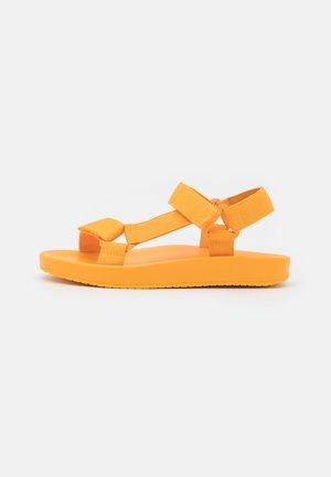 VEGAN RUTHIE - Sandalen - light orange