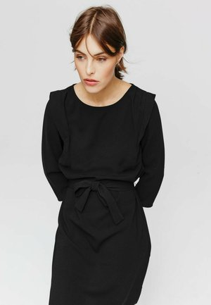 CEINTURÉE - Robe fourreau - noir