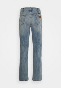 Wrangler - GREENSBORO - Jeansy Straight Leg - dusty light - 1