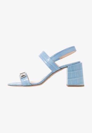Sandals - cielo