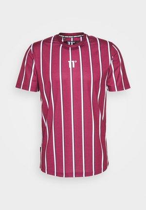 VERTICAL STRIPE TEE - Print T-shirt - burgundy/white