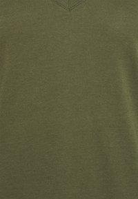 GAP - Basic T-shirt - army jacket green - 2