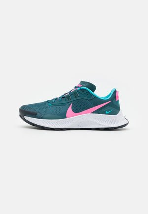 PEGASUS TRAIL 3 - Trail hardloopschoenen - dark teal green/pink glow/armory navy/turquoise blue/white/ghost