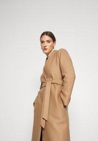 IVY & OAK - DOUBLE COLLAR COAT - Płaszcz wełniany /Płaszcz klasyczny - camel - 3