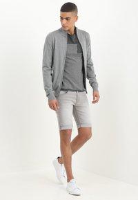 INDICODE JEANS - KADEN - Jeansshorts - light grey - 1