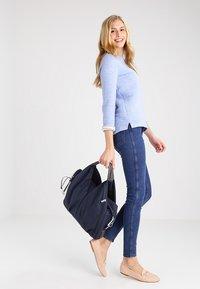 Lässig - NECKLINE BAG SPIN DYE - Borsa fasciatoio - blue mélange - 0