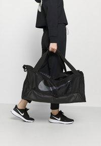 Nike Performance - DUFF UNISEX - Sportväska - black/black/black - 1