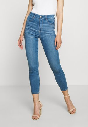 CURVY SUPER HIGH RISE CROP - Slim fit jeans - royally light