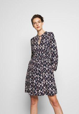 DANIELLA - Korte jurk - midnight blue pattern