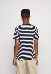 Carhartt WIP - ROBIE - Print T-shirt - dark navy/white - 2