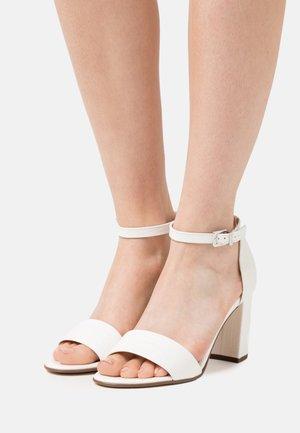 ADILIA - Sandals - weiß tejus