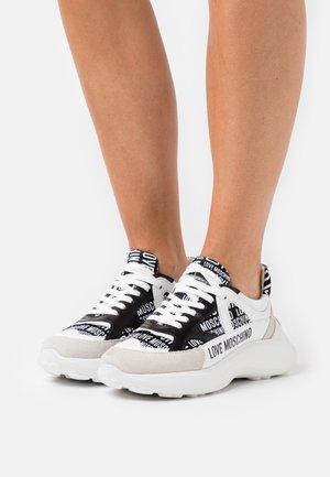 Sneakers laag - fantasy color