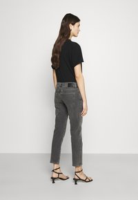 AG Jeans - EX BOYFRIEND - Jeans Tapered Fit - physical grey - 2