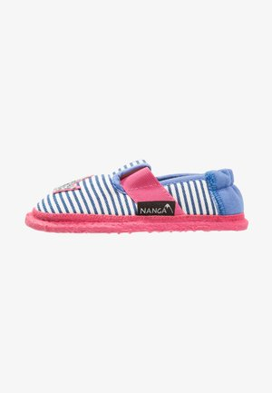 HERZKLOPFEN - Slippers - blau