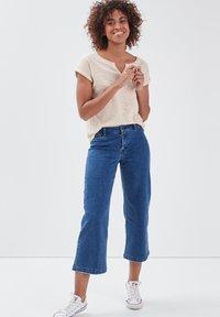BONOBO Jeans - Print T-shirt - jaune - 1