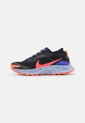 PEGASUS TRAIL 3 GTX - Trail running shoes - black/flash crimson/lapis/bright mango/ghost