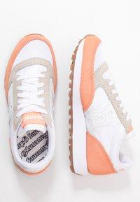 Saucony - JAZZ VINTAGE - Sneakers - white/cantaloupe - 2