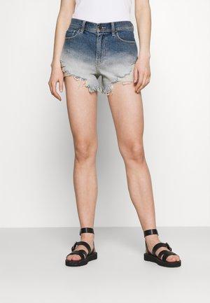 OMBRE FRAY HEM - Shorts di jeans - blue denim