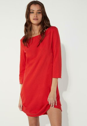 MIT U-BOOT-AUSSCHNITT - Jersey dress - red lipstick