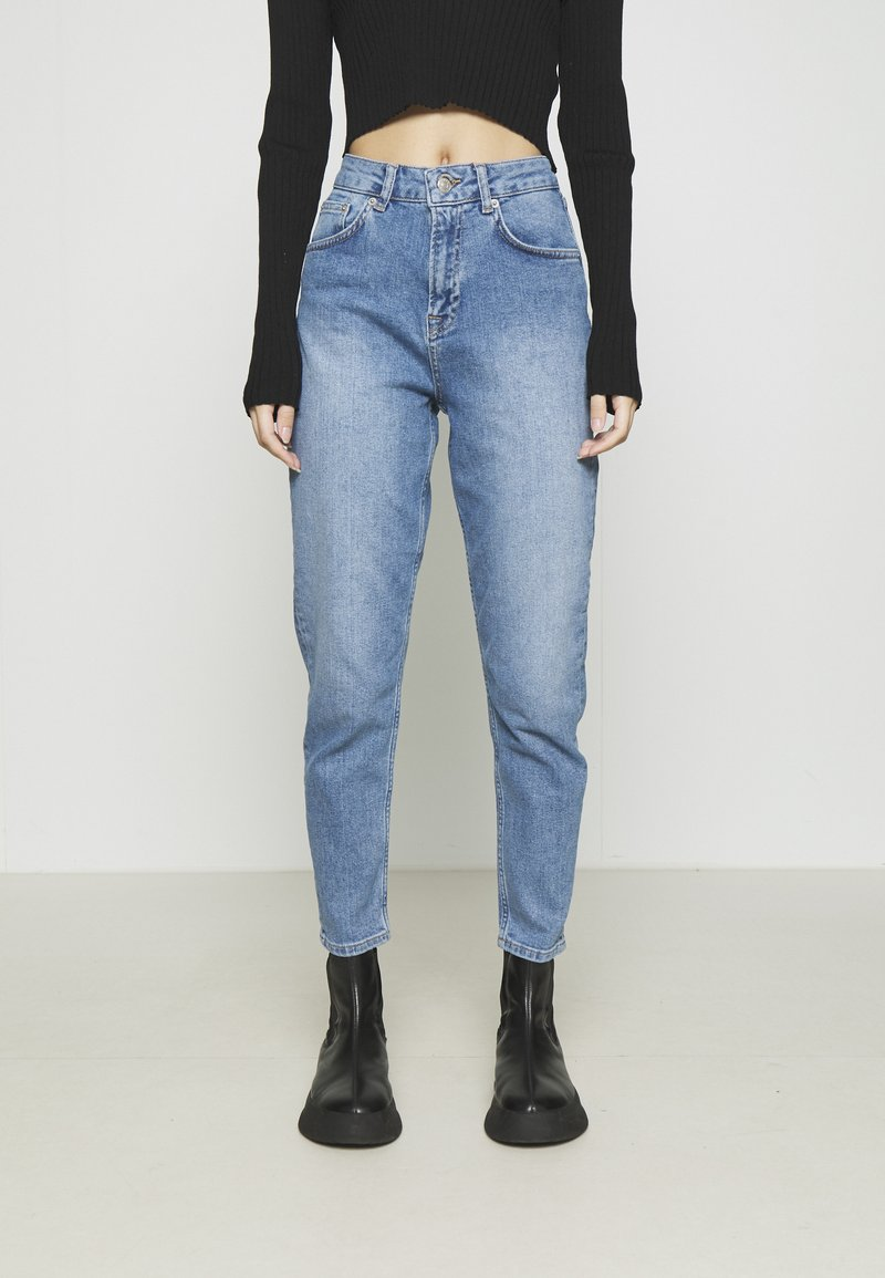 NA-KD - MOM - Jeans Tapered Fit - light blue