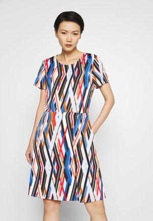 KAJARA - Denní šaty - off-white/gold