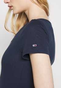 Tommy Jeans - ESSENTIAL LOGO TEE - Print T-shirt - twilight navy - 5