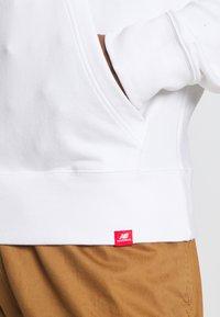 New Balance - ESSENTIALS EMBROIDERED HOODIE - Sweatshirt - white - 6