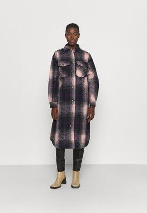 PCFINOLA LONG OVERSHIRT - Classic coat - navy blazer/misty rose