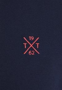 TOM TAILOR - UNDERCOLLAR WORDING - Polo shirt - sailor blue - 2