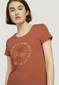 TOM TAILOR DENIM - Print T-shirt - sundown coral - 3
