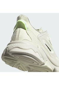 adidas Originals - OZWEEGO HELMET OPEN - Sneakers - talc/sand/signal green - 10