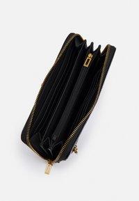 Guess - RAFFIE LARGE ZIP AROUND - Wallet - black - 2