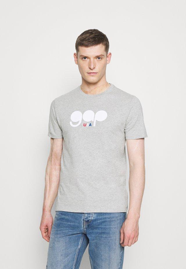 FLAG TEE - T-shirt z nadrukiem - light heather grey