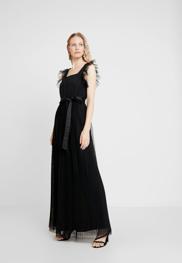 PLEATED MAXI DRESS WITH RUFFLE SLEEVE AND TIE - Společenské šaty - black