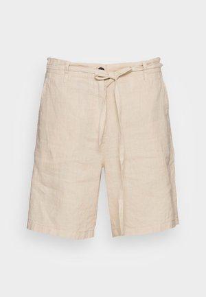 STRAIGHT FIT MEDIUM RISE REGULAR LEG  - Shorts - summer taupe